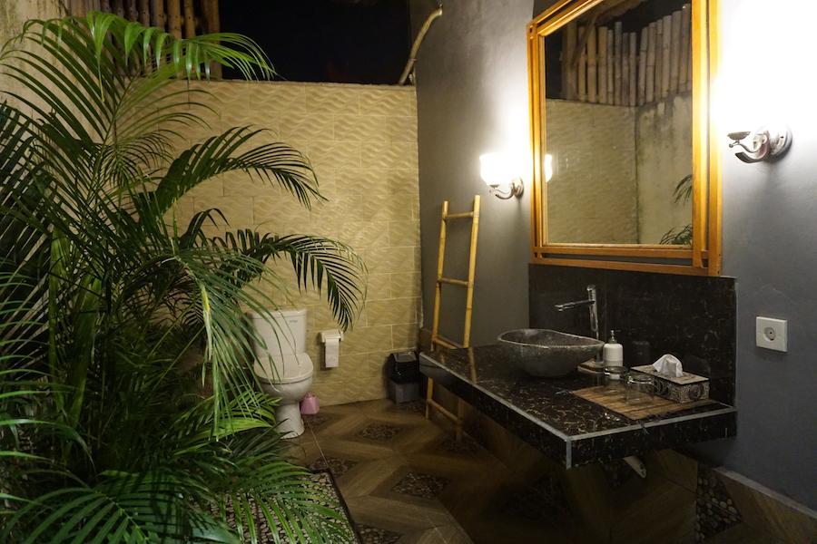 Buiten badkamer Bali